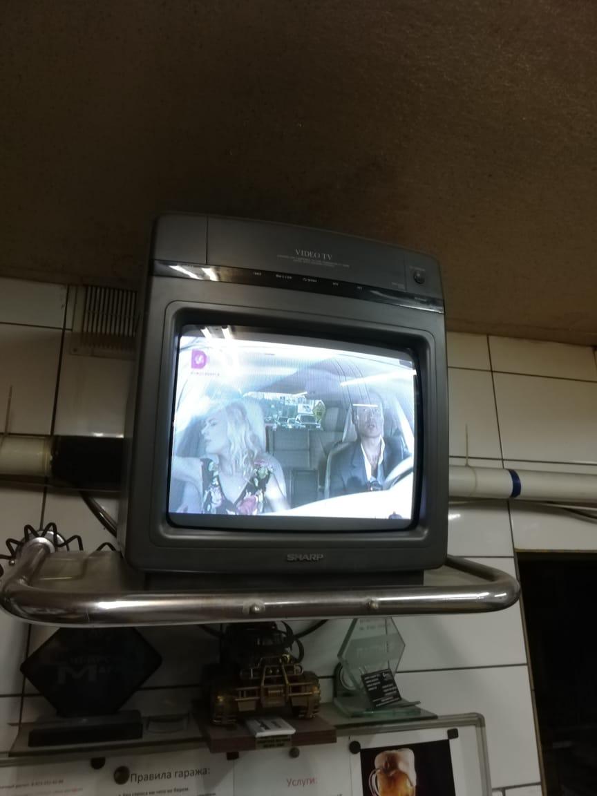 В гараже есть телевизор